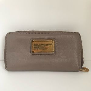 MARC BY MARC JACOBS LEATHER WALLET- PRE LOVED